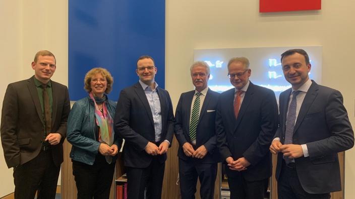 von links nach rechts: Timon Radicke, Bettina Szelag, Minister Jens Spahn mit Heinz-Werner Bitter, Theo Freitag und CDU-Generalsekretär Paul Ziemiak MdB